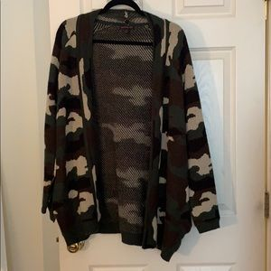 Camo print cardigan sweater with pockets